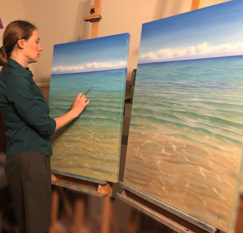 Eva Volf and her seascape paintings